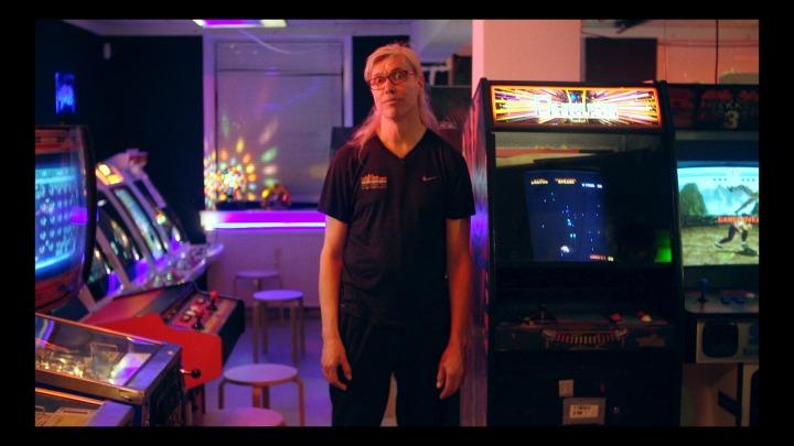 13_Kim in the arcade